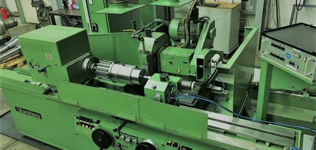 Ritzelwelle auf Rundschleifmaschine
